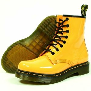 Dr. MARTENS  patent YELLOW 8 eyelet boots